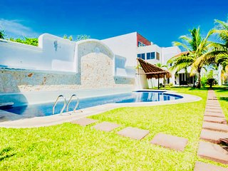Gorgeous 11 People Villa With Pool Playacar Phase 2
