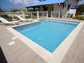 Villa Stone, piscine, proche plages