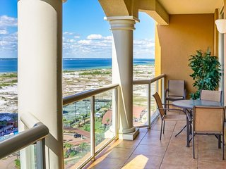 NEW LISTING! Bayside condo, breathtaking view, shared pool/hot tub-walk to beach