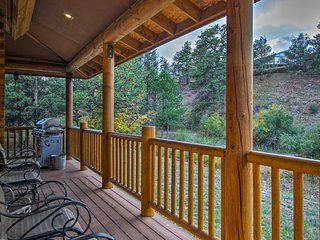 NEW! Estes Park House w/ Hot Tub - Near Downtown!
