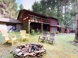 New Listing! Home w/private hot tub/firepit-community beach/dock/pond/playground