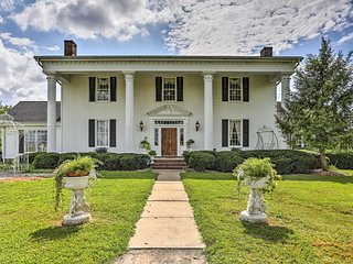 NEW! Historic Cedar Hill Mansion w/ Pool & Patio!
