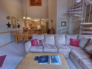 Ski Run 411 Spacious 4bdrm with a Private Grill by Summitcove Lodging