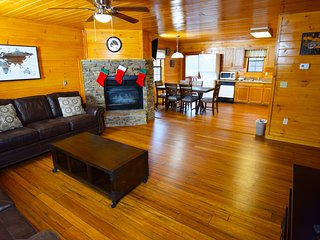 Oconaluftee Newly Renovated 2 Bedroom Cabin