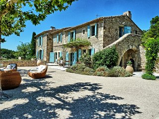 Family-Friendly Provence Farmhouse with Two Guest Houses - Le Mas de Bernadette
