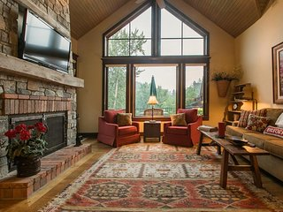 NEW LISTING! 3 riverfront homes w/private hot tub, outdoor fire, shared tennis