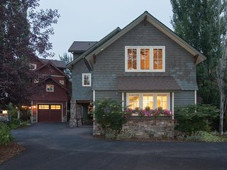 3 riverfront homes w/ private hot tub, outdoor fire, shared tennis & more!