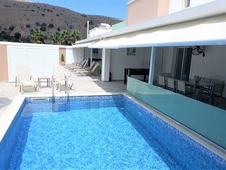 Joined villa walking distance to the beach and Georgioupolis center
