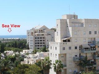 AYAS Beautiful 3BR mini Penthouse on Park Hayarkon Tel Aviv