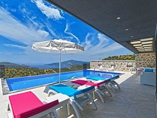 Kalkan Villa Sleeps 6 with Pool Air Con and WiFi - 5781726