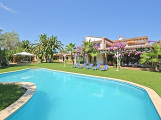 LOLA, country house with swimmingpool near to Can Picafort