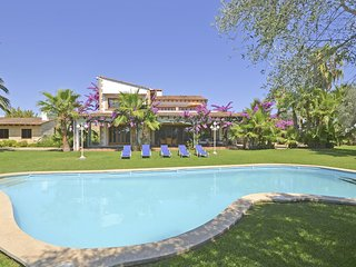 LOLA, country house with swimming pool near to Can Picafort
