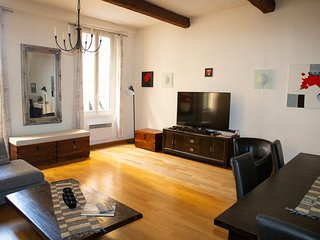 Charming Vieux Nice 3 Bedroom A/C holiday apartment in historic