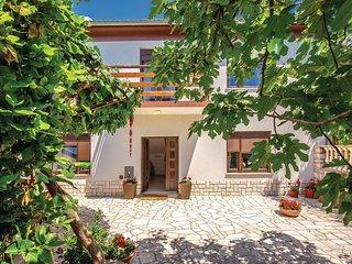 3 bedroom Villa in Jadranovo, Primorsko-Goranska Županija, Croatia : ref 5676040