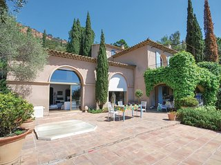 4 bedroom Villa in Agay, Provence-Alpes-Côte d'Azur, France : ref 5676110
