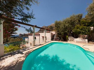 Marina del Cantone Villa Sleeps 14 with Pool Air Con and WiFi - 5676435