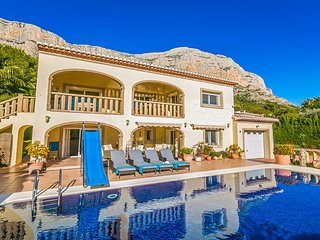 5 bedroom Villa with Pool, Air Con and WiFi - 5676356