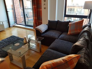 Stylish 1 Bed Apartment, City Centre Location- sleeps 5 with free Wifi