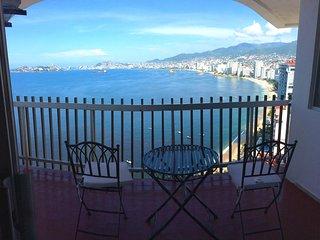 Confortable depa con balcón, vista al mar, piscina y a orilla de playa