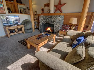 FREE Shuttle Homestead 2031 - first floor, great views, free WIFI by SummitCove