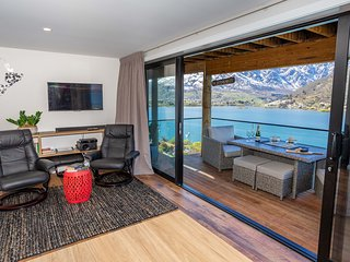 Queenstown Luxury - Spa Pool, Private & Uninterupted 180 Lake & Mountain Views
