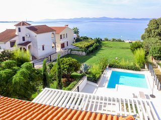 Diklo Holiday Home Sleeps 6 with Pool Air Con and Free WiFi - 5058616