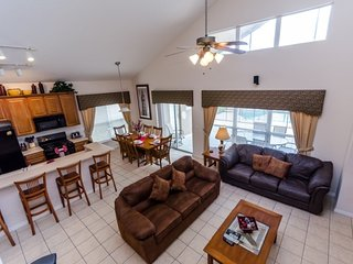 Beautiful 7BR 6.5bth home w/Private Pool and Game Room 3 miles from Disney!