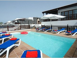Villa 26, Sea Views, Childrens Play Area,Hot Tub,Pool, Ping Pong,Arcade Machine
