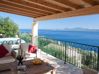 Villa  Amphithea Nisaki, Luxury villa stunning sea views, private infinity pool