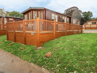 5 LAKE VIEW, open-plan, woodland, in Haveringland