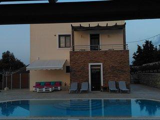 Villa Ericko, Paradise
