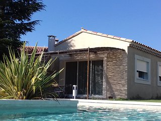 Gite neuf avec piscine face au Luberon
