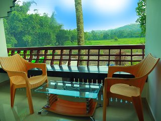 LITTLE WOODS HOMESTAY.. A single bedded suite for a family..