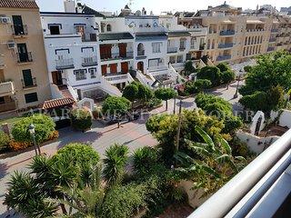 Soleado apartamento en el centro de Nerja. 300m Playa de la Torrecilla.