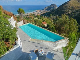 5 bedroom Villa in Cefalu, Sicily, Italy : ref 5676523