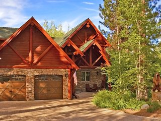 Luxury lakefront with hot tub, pool table, foosball, great views, centralized