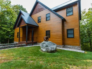 NEW LISTING! Elegant home with mountain views, grill, and wrap-around deck!