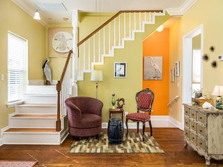 Charming home in Historical District. Close to the beach!