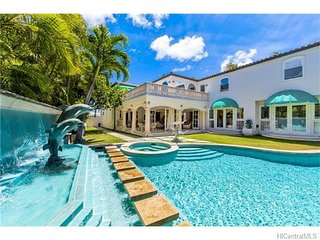 Amazingly Gorgeous Mansion in Kahala with SAUNA & POOL 3 blocks from the beach