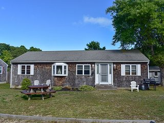 Charming 3 bedroom home with sleeping for 8 off the beaten path by Grand Cove