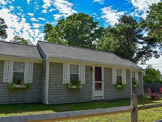 Two bedroom cottage with access to Swan River