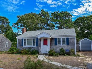 Two bedroom cottage less than 1/2 mile to the beach