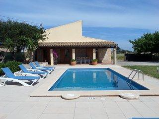 Casa de campo adecuada para cualquier estación del año y con piscina.