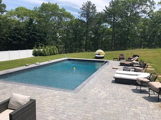 Hamptons Bays, NYC Beautiful 4 bed 2.5 bath Retreat with Private Pool!