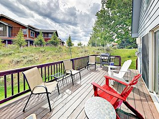 3BR w/ Large Deck & Stunning Views of Beaver Creek