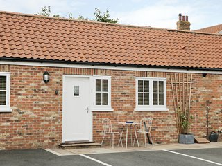 1 CROFT COTTAGES, all ground floor, pet-friendly, WiFi, bike storage, Farlington