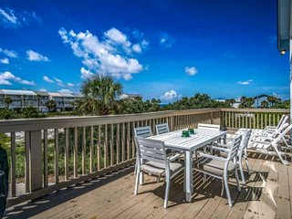 Has Power! 20% off 10/3/18-11/3/18!! Private Pool! Gulf Views! Only steps away f