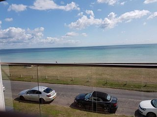 5* Immaculate Luxury Beach Front, WONDERFUL SEA VIEWS,  Games Room, Wifi