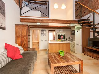 Bogatell Beach Stylish Loft-5 minute walk to the beach