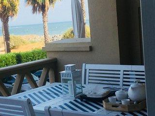 Apartamento con acceso directo a la playa ,vistas al mar.WIFI,bicicletas,kayak